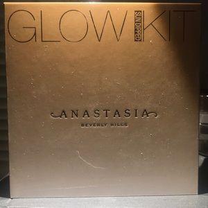 Anastasia Glow Kit in Sundipped